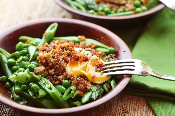 spring salad with crispy egg