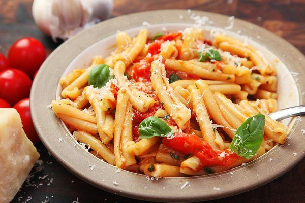 20170306-fast-pasta-recipes-roundup-01