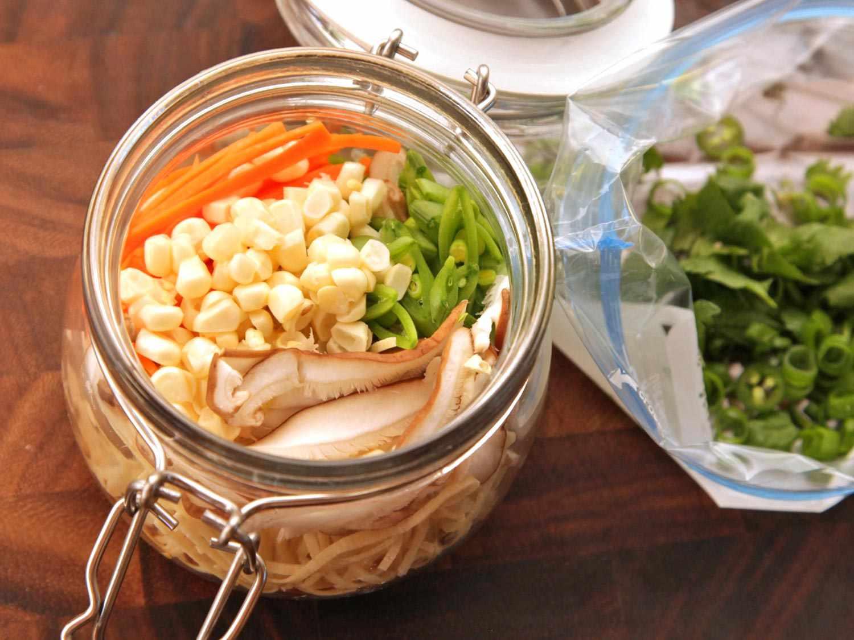 20140929-instant-noodles-diy-recipe-vegetable-images-1.jpg