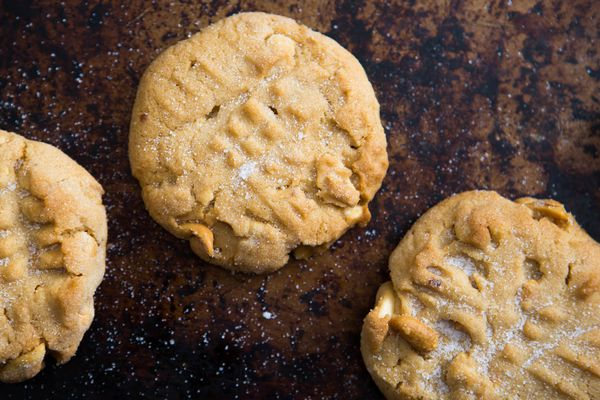 20151111-soft-crunchy-peanut-butter-cookies-vicky-wasik-1.jpg