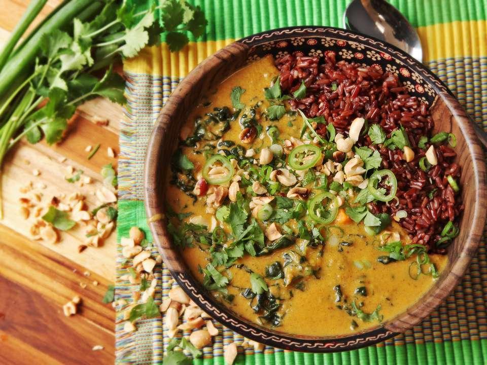 20160309-peanut-sweet-potato-kale-coconut-soup-stew-15.jpg