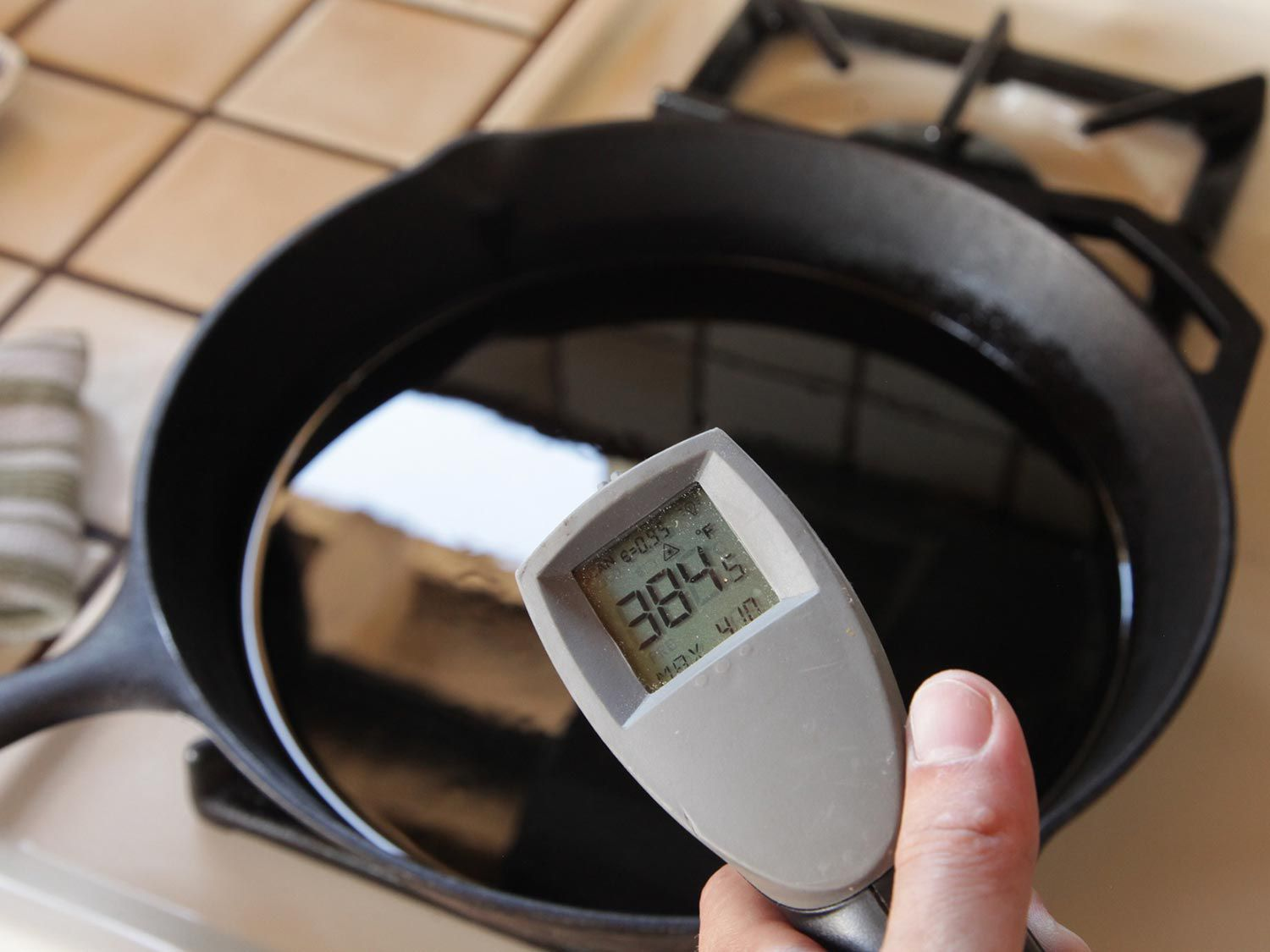 Checking oil temperature with inferred thermometer