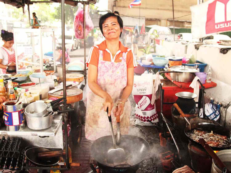 20140714-egg-pork-fried-basil-stir-fry-bangkok-09.jpg