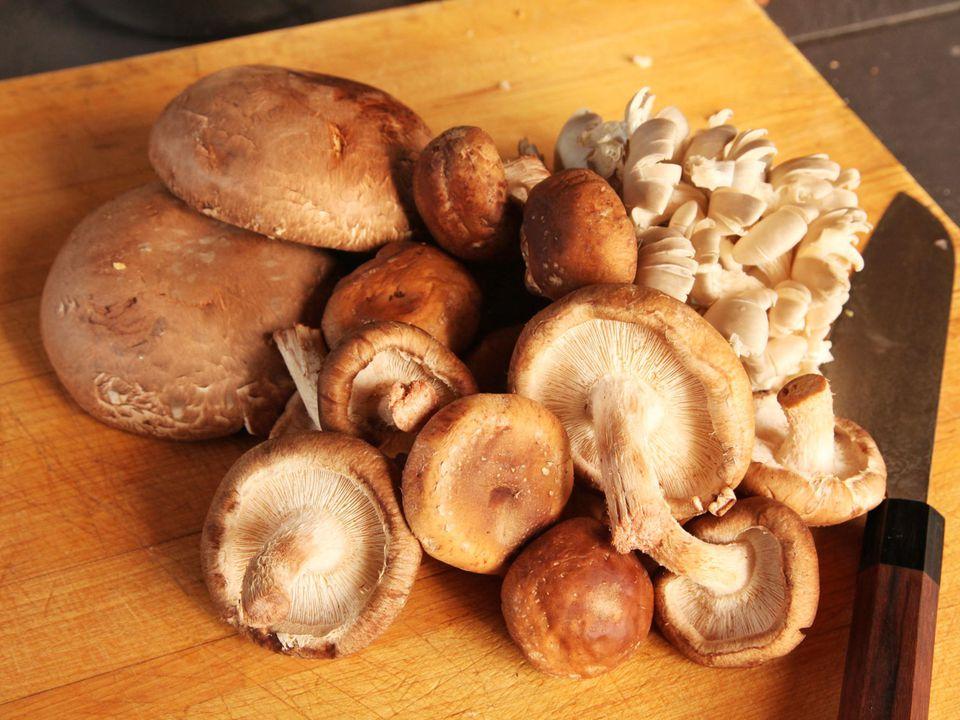 20140930-past-mushroom-sausage-cast-iron-baked-01.jpg