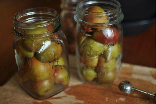 20110925-172209-seckel-pears-in-jars.jpg