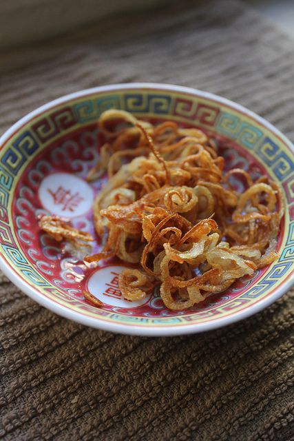 Decorative bowl containing fried shallots.