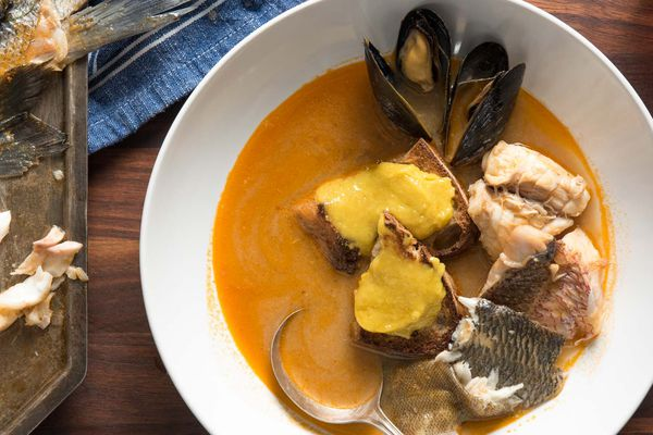 20180823-bouillabaisse-french-fish-soup-liz-clayman-36-in-bowl-closeup