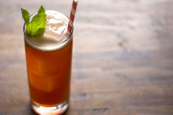 201204-209004-seasonalcocktail-raspberry-and-rum-iced-tea.jpg