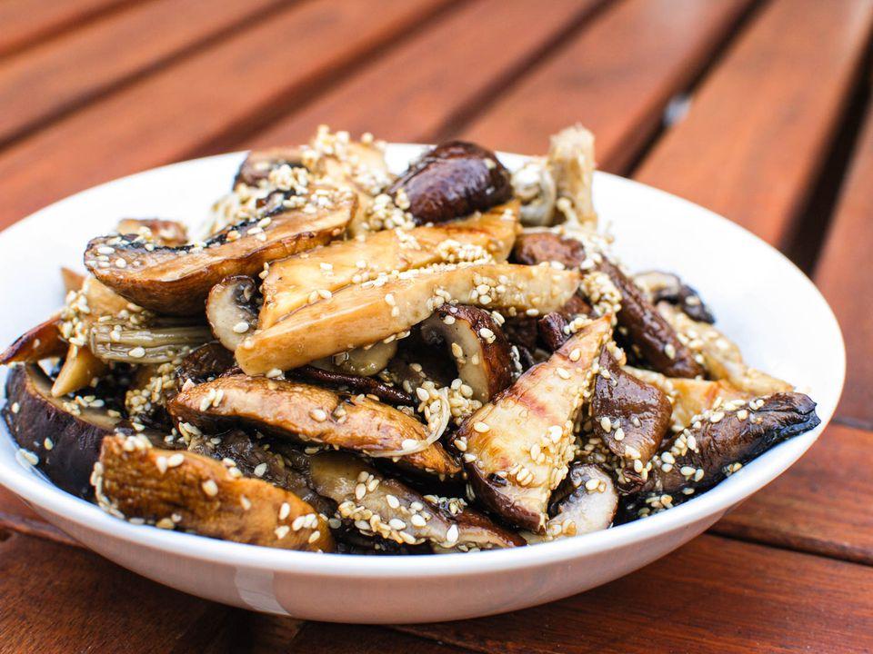 06182015-grilled-mushrooms-sesame-dressing-shaozhong-17.jpg