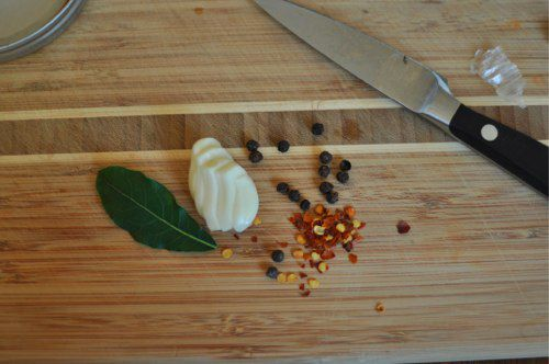 04032012-200164-spices-for-artichokes.jpg