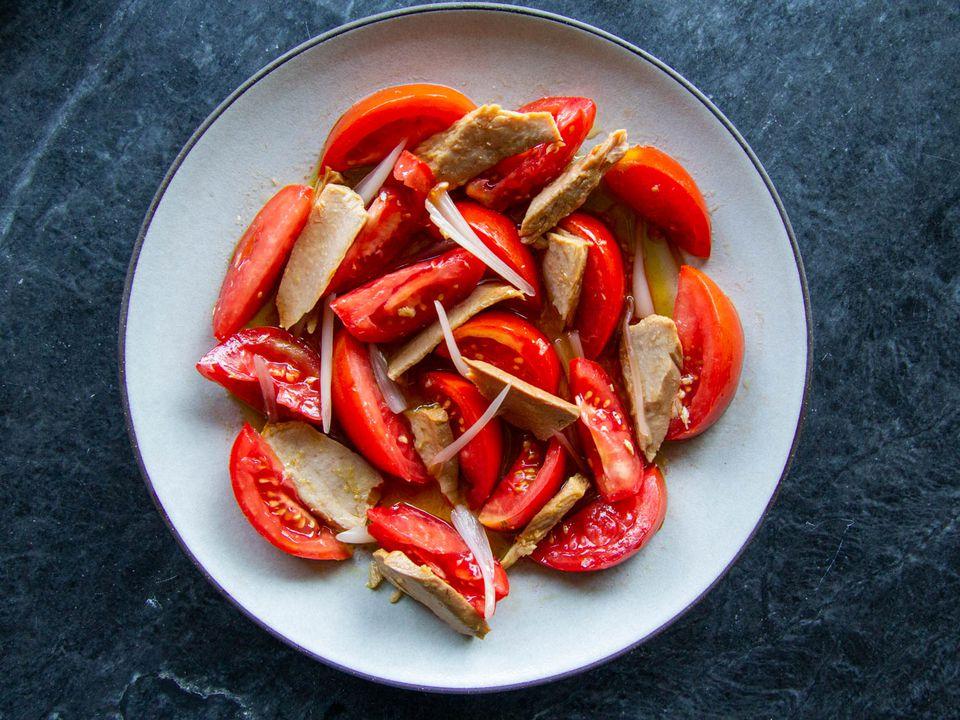 20200829-Spanish-Style-Tomato-Tuna-Salad-sasha-marx