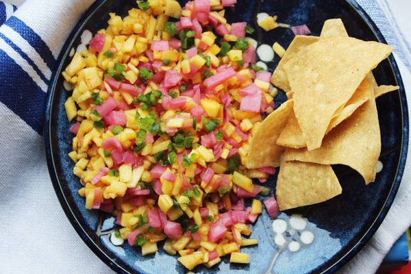 20130502-salsa-peach-pickled-onions.jpg