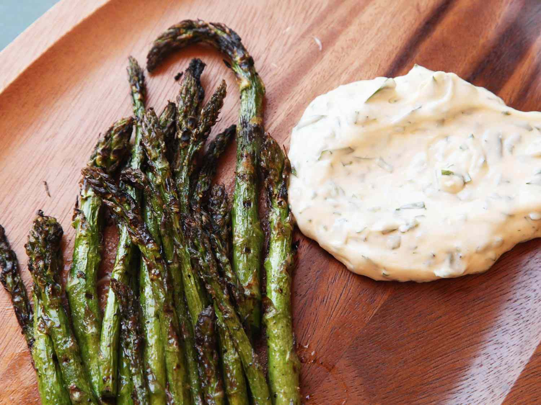 Grilled Asparagus with Tarragon Aioli
