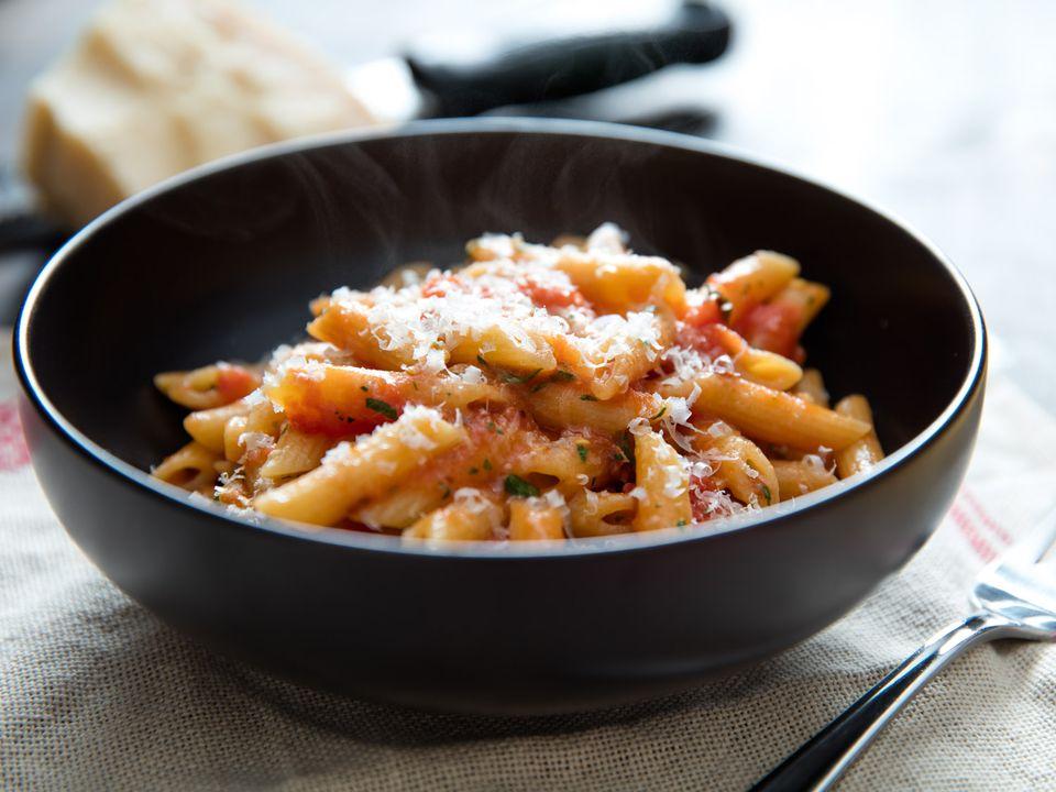 20160211-pasta-arrabiata-vicky-wasik-010.jpg