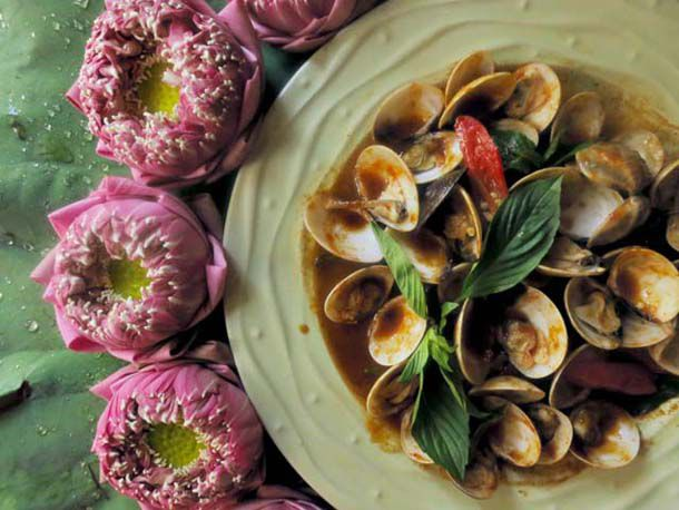20120302-195511-stir-fried-clams-cover-article.jpg