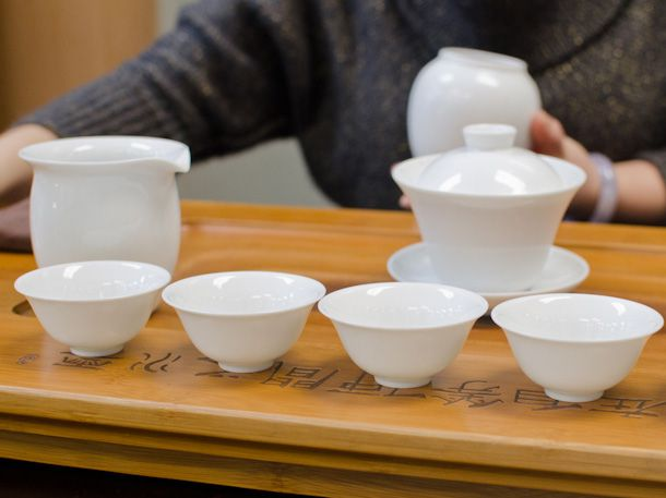 gaiwan, decanter, and tasting cups for tea