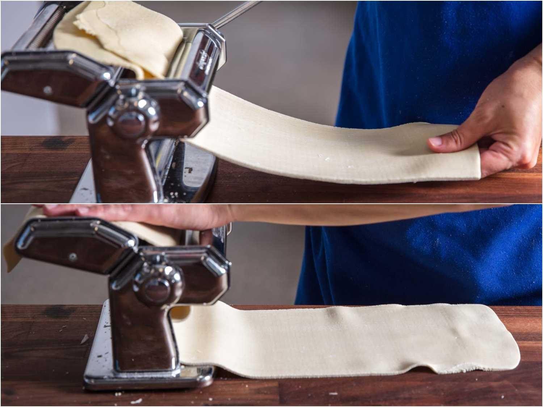 Rolling out kneaded ramen dough sheets