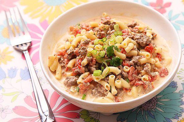 20121016-macaroni-and-cheese-variations-cheeseburger.jpg