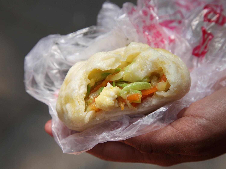 20140618-beijing-hutong-steamed-bun-dumpling-pig-04.jpg