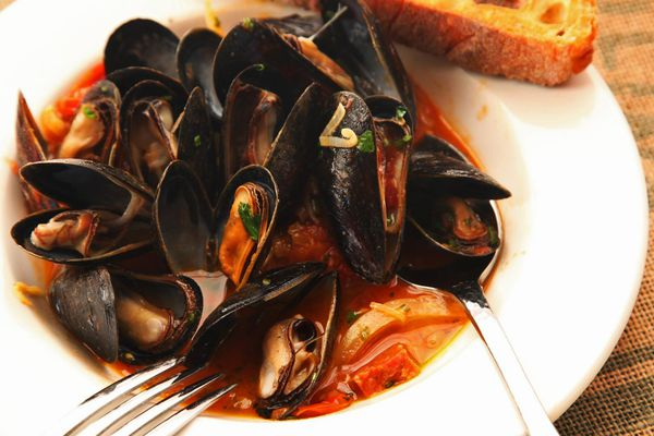 20141026-mussels-how-to-food-lab-saffron1.jpg