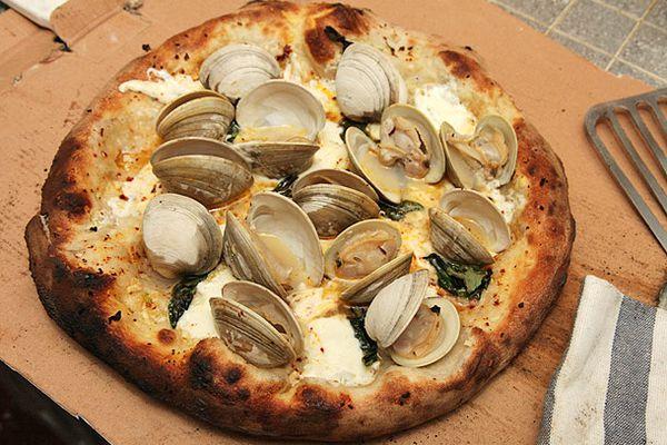 20130527-clam-pizza-1.jpg