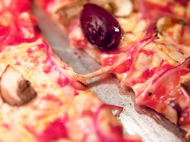 20120208-paulie-gee-vegan-pizza-4.jpg