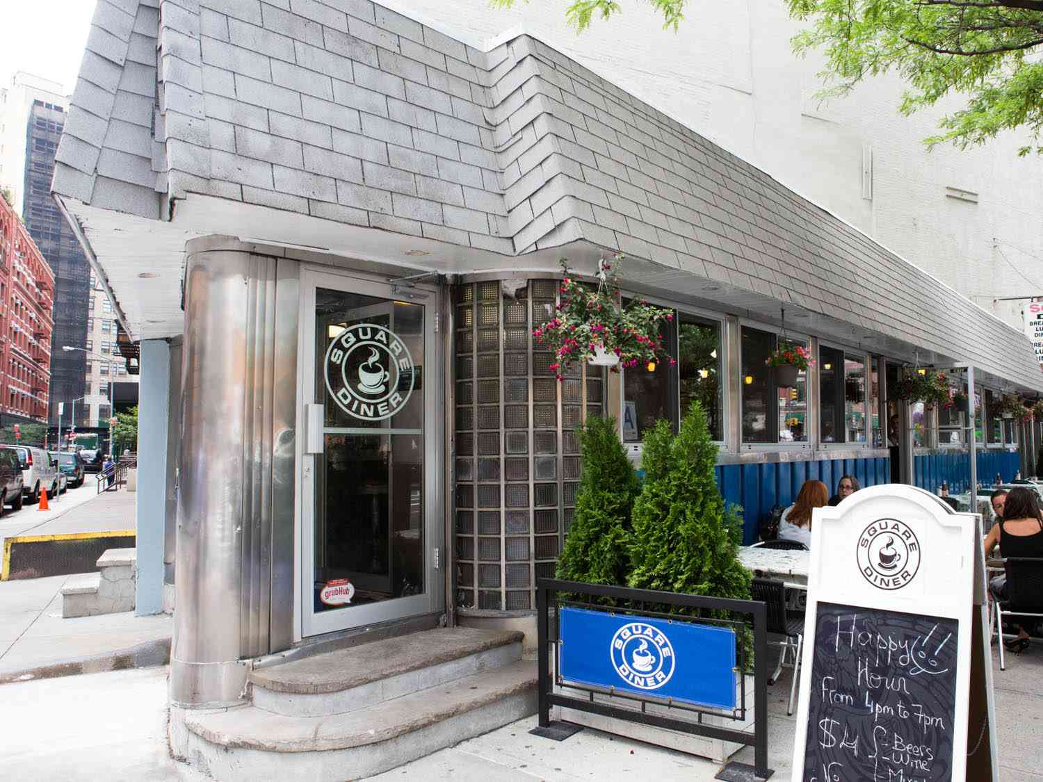 20150106-diners-exterior-square-diner-vicky-wasik-3.jpg