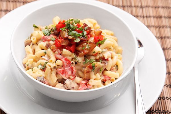 20121016-macaroni-and-cheese-variations-bacon-pimento.jpg