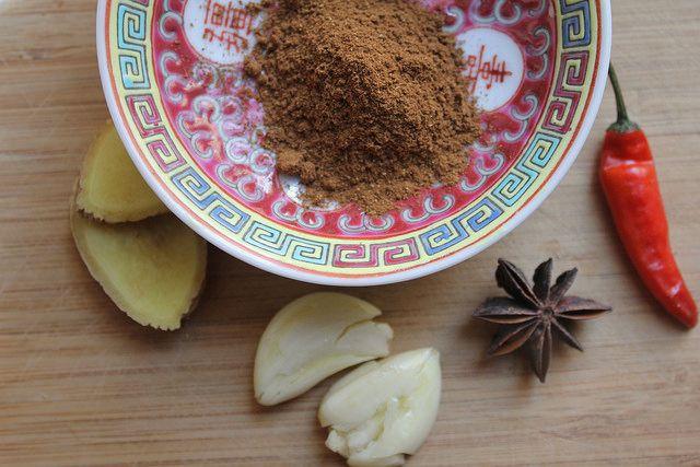 20140324-taiwaneats-porkbellybuns-spices.jpg