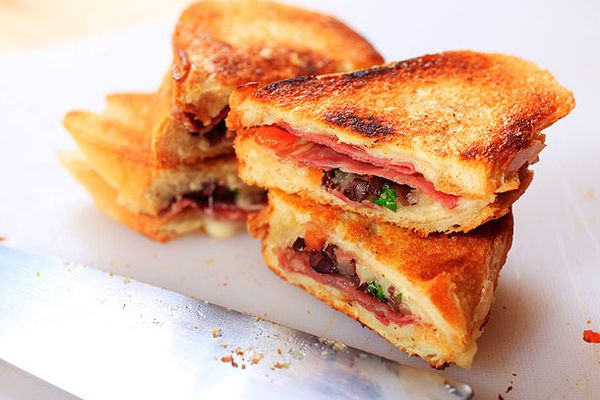 20120411-grilled-cheese-variations-38-thumb-600x458-232477.jpg