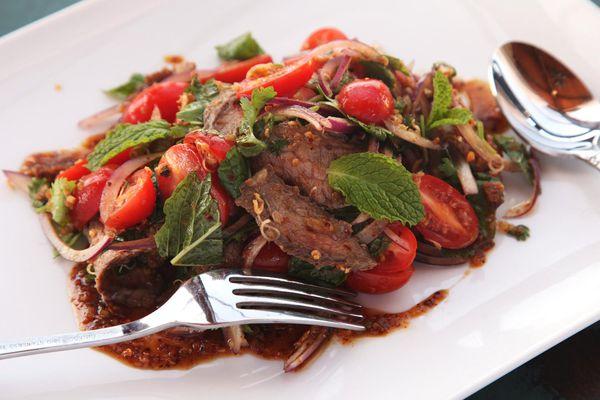 20141030-issan-salad-steak-kenji-11.jpg