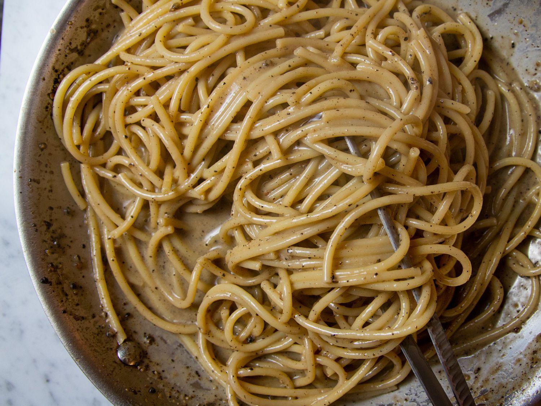 Cacio e Pepe (Spaghetti With Black Pepper and Pecorino Romano)