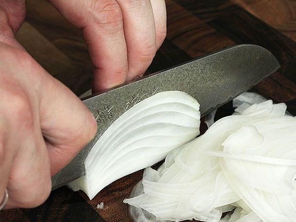 20140421-knife-skills-three-cuts-to-know-05.jpg