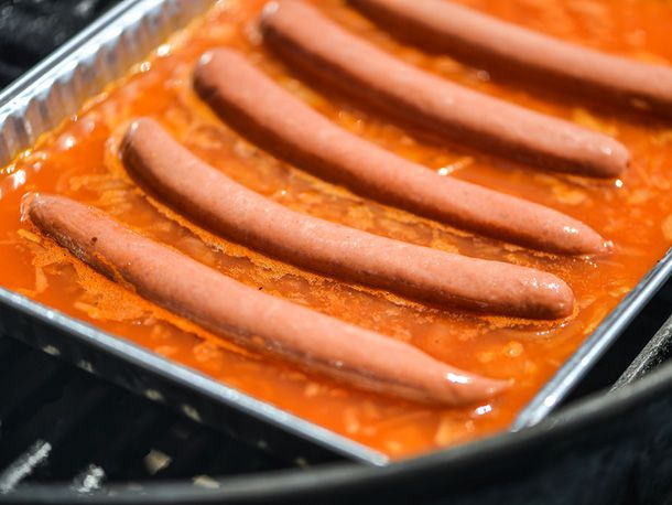 20140508-292404-how-to-grill-hot-dogs-bath-with-dogs.jpg