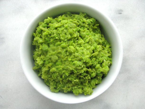201207-216410-british-bites-mushy-peas.jpg