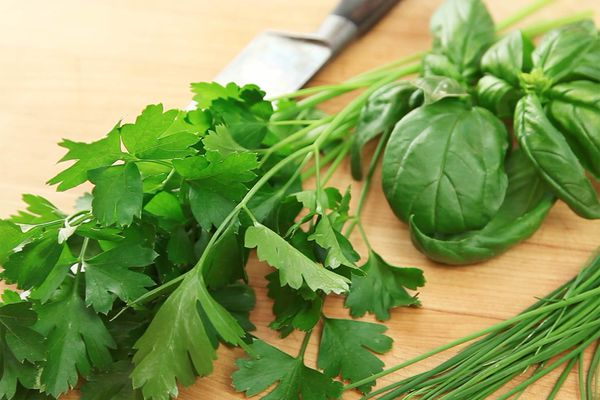 20160911-knife-skills-herbs-primary.jpg