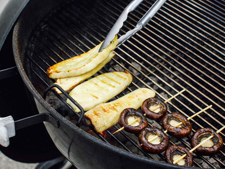 06182015-grilled-mushrooms-sesame-dressing-shaozhong-10.jpg