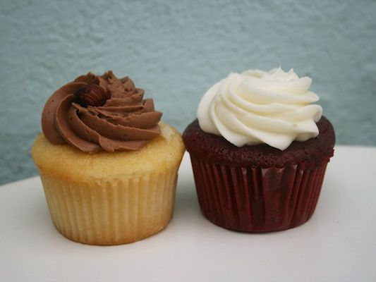 red velvet cupcake and vanilla cupcake with Nutella icing