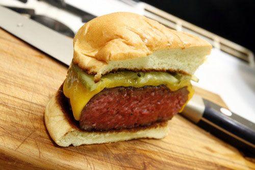 20100226-flipping-burgers-9-finished-burger.jpg