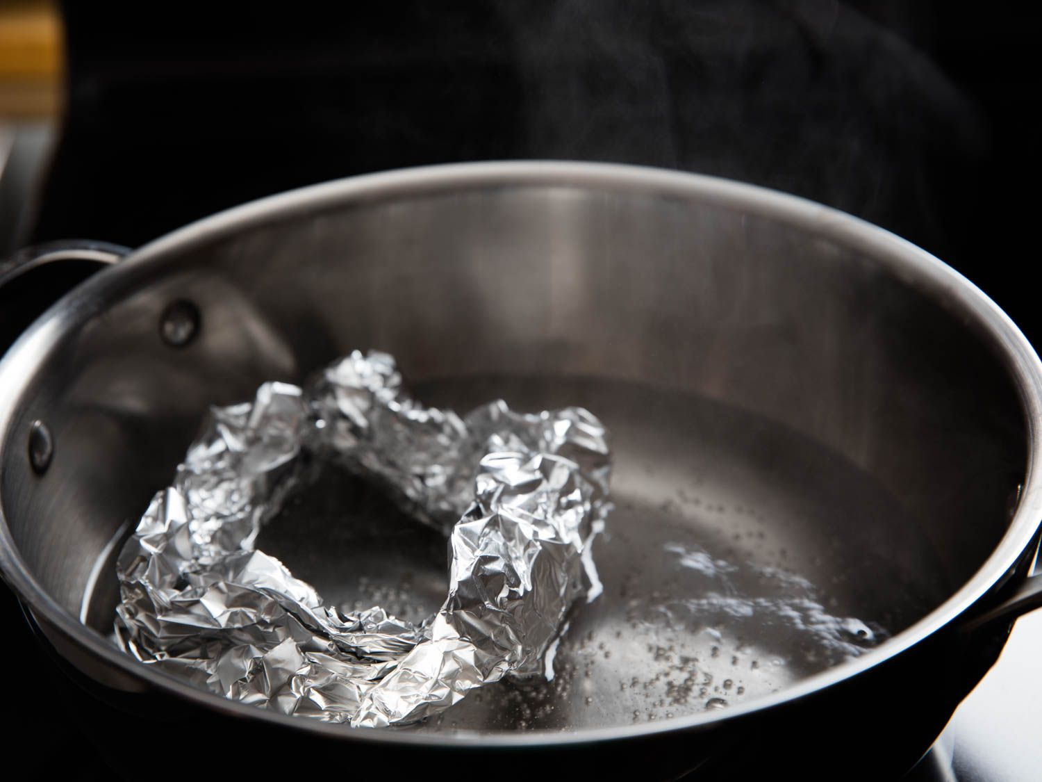 A thick ring of crumpled tin foil on the bottom of simmering pot of water