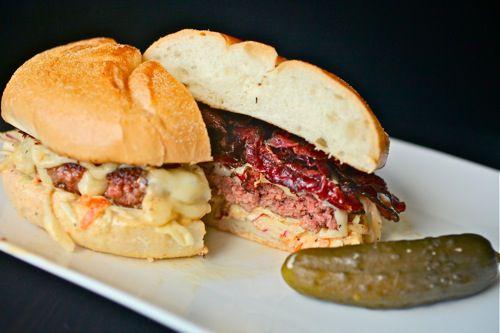 20100806-pastrami-burger-7.jpg