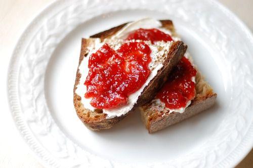 20110601-154242-strawberry-balsamic-thyme-jam-2.jpg