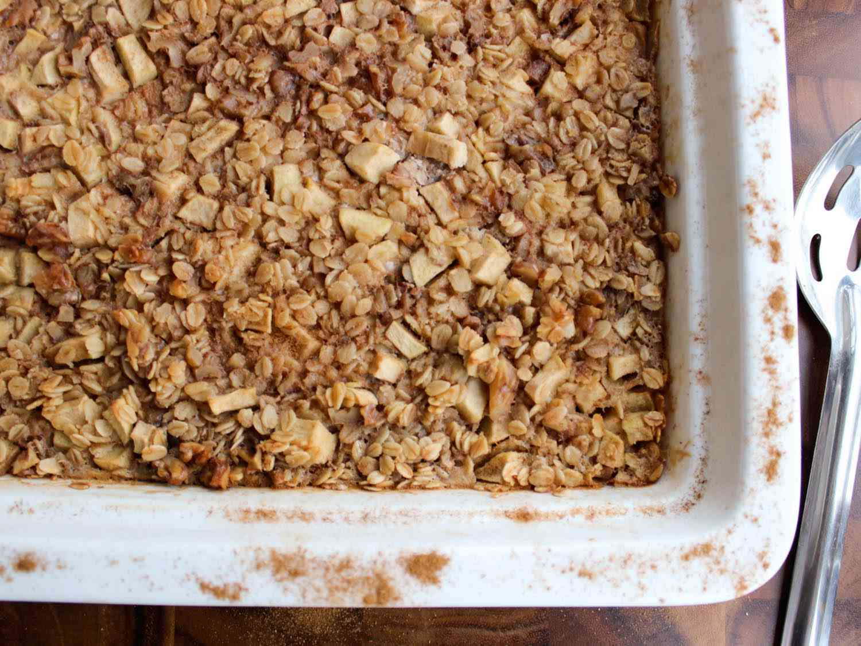 20140805-cinnamon-apple-baked-oatmeal-yvonne-rupertihires.jpg