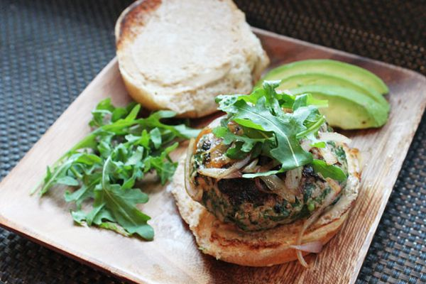 turkey burger with arugula and avocado