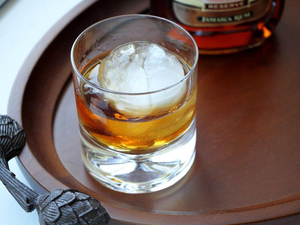 022015-sipping-rums-topimage.jpg