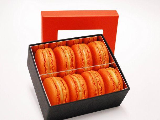 20121109-payard-Pumpkin-macarons.jpg