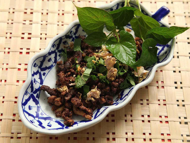 20140707-small-house-thai-cooking-school-larb-moo-muang-6.jpg