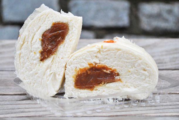 20141001-chinese-bakery-sweets-lotus-paste-bun.jpg