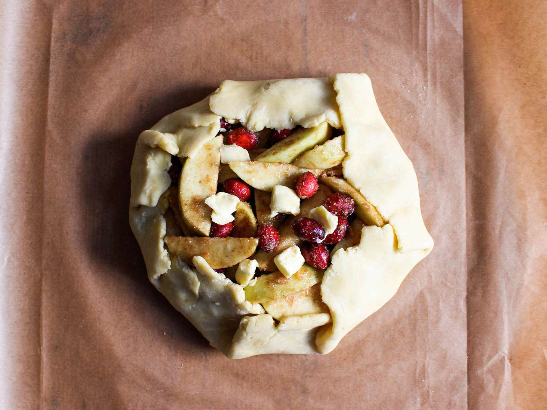 20141103-Rustic-Apple-Cranberry-Pie-dough-folded-over-fruit-Yvonne-Ruperti.jpg