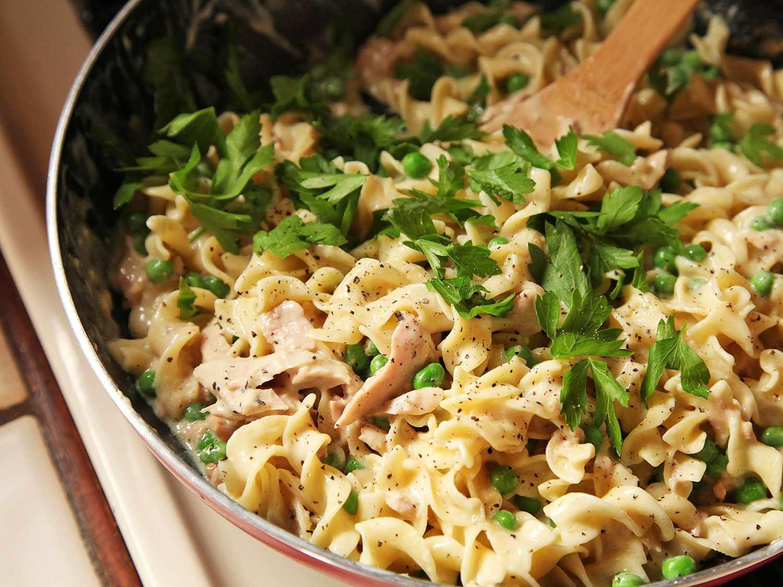 20140904-menu-tuna-noodle-casserole-skillet-easy-food-lab-6-thumb-1500xauto-410239.jpg